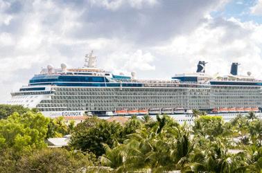 Cruise op weg naar zee